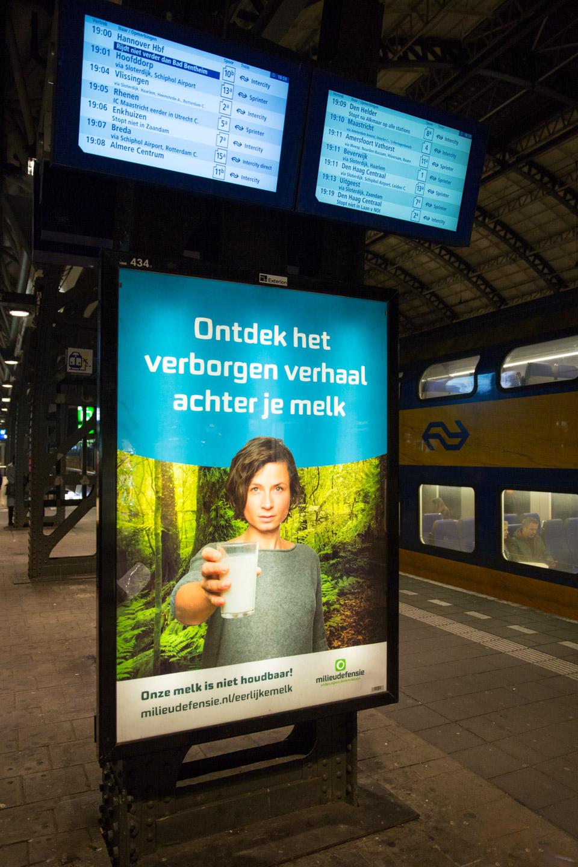 Milieudefensie-campagne-eerlijke-melk-abri-act-impact-01