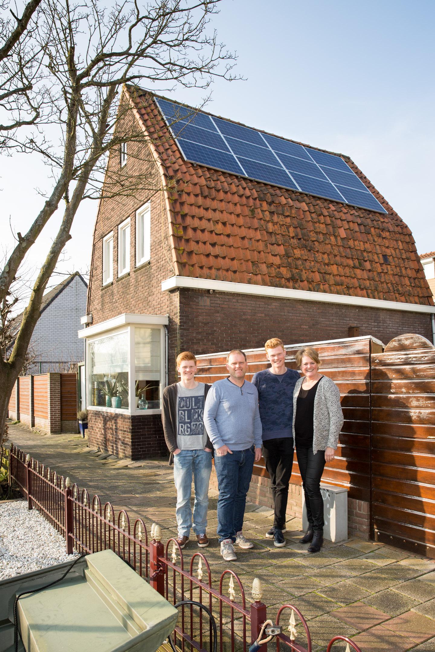 Energieneutraal-huis-woonwijk-wonen-thuisbaas-credit-Chantal-Bekker-GraphicAlert-01-zonnepanelen-dak