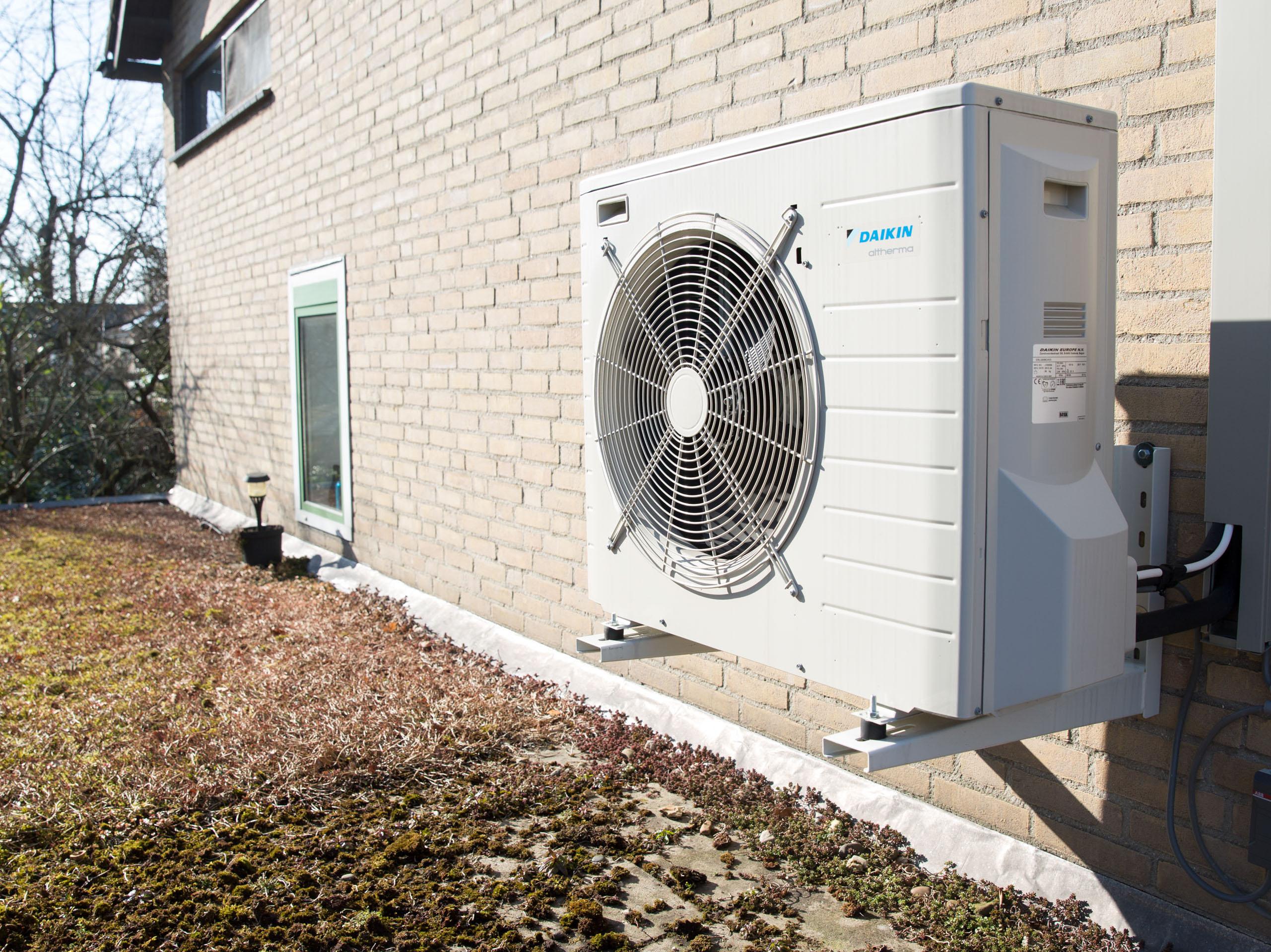 Energieneutraal-huis-woonwijk-wonen-thuisbaas-credit-Chantal-Bekker-GraphicAlert-07-warmtepomp-1